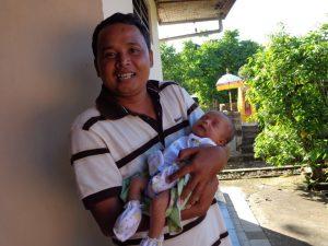 Ketut met zoon Tristan